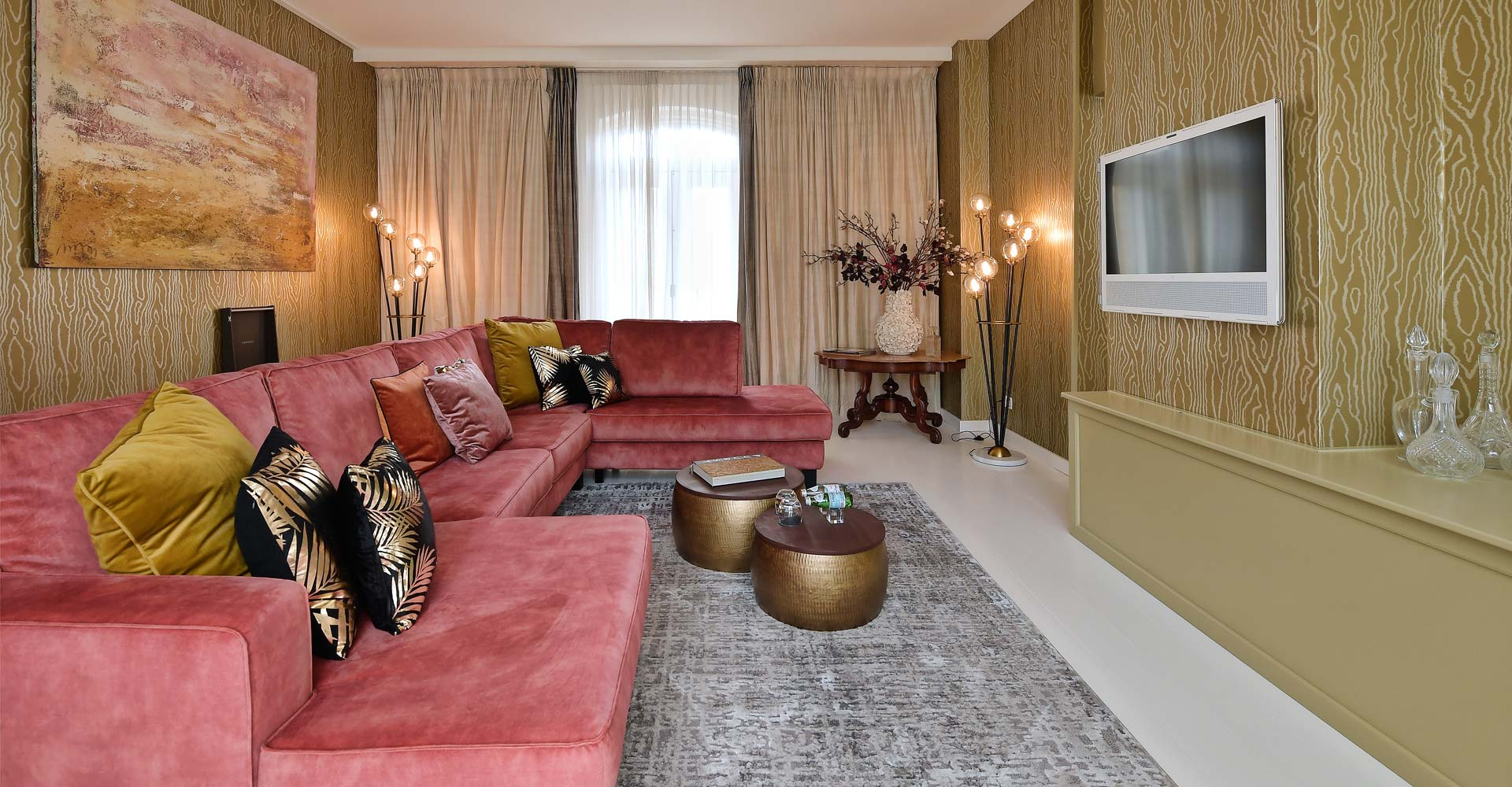 Pink and gold lounge in the Librije by Costa Blanca Interior Design Studio